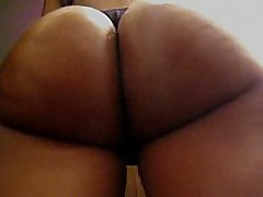 This amateur ebony chick has a perfect round butt, it looks even more outstanding with her darksome strap on, and the way she's flexing it in this clip makes everybody drool.