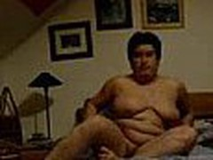 Well here's one more chubby aged mamma taping herself during a masturbation session in this video clip. She fingers her muff with as many fingers as she needs during the time that showing off her heavy saggy mounds