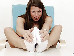 Michelle is a hawt brunette hair and that chick is always willing to have any kind of fun related to fuck. That chick is a fucking hot whore. Here this brunette hair doxy is getting willing to give feet work to a huge dildo. That chick is making her feet warm and taking necessary warm up so that that chick can enjoy it indeed hard.