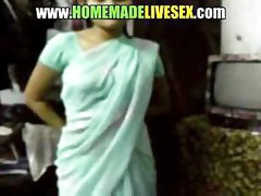 Dilettante Indian girl in her saree strips down to receive fucked