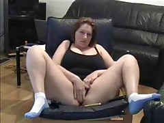 Hot Milf lets her dusty camera know that this babe hasn't lost her edge. This babe cleans off the dusty camera in this dilettante web camera video and spreads her legs wide for the camera whilst this babe masturbates her large juicy pussy.