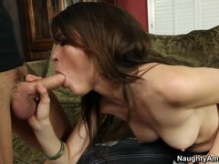 Tiffany Fox shoves a hard 10-Pounder down her mouth