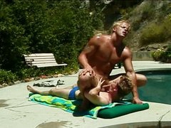 Sexy muscled pool chap drilling horny homo twink outdoors