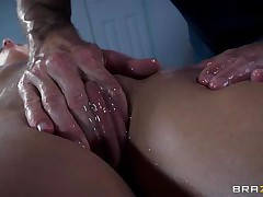 Golden-haired France slut Jessie gets a nice massage and then a deep hard fuck in her ass. The hawt bitch relaxes as the chap massages her bald twat and smoking hawt haunches and then she has a great time with his big hard weenie in her ass. Damn this gal can't live without it anal