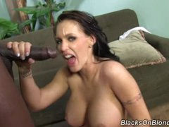 Jenna Presley receives her face plastered with hot cum