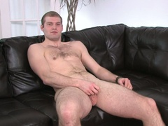 Dude strokes his own weenie for fun in hd